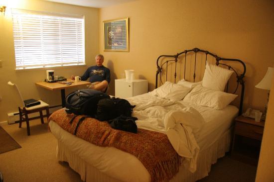 The Victorian Inn: Room 338