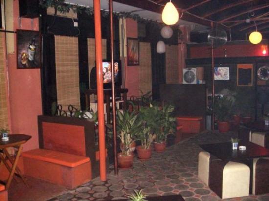 Melly's Garden Bar