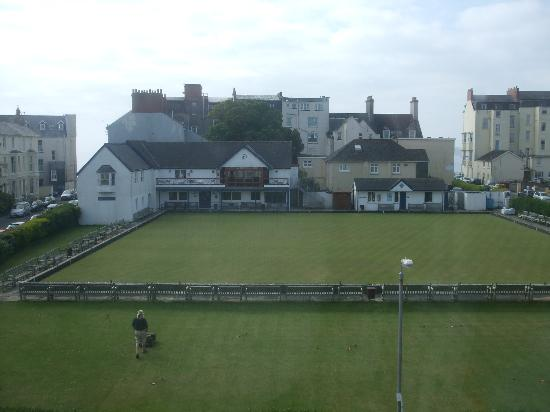 Clement Dale Guest House: The bowling green tenby