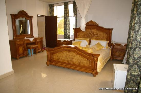 Yombe Palace Hotel : First category room