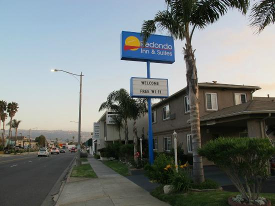 Redondo Inn and Suites: Look from Pacific Coast highway