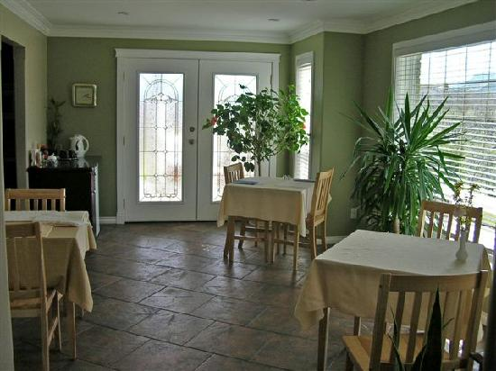 The Del Ray B&B: The Breakfast Room
