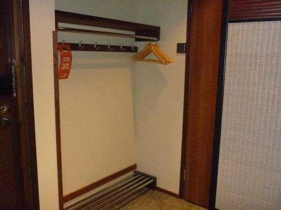 Levi Hotel Spa : Ski storage area in the room