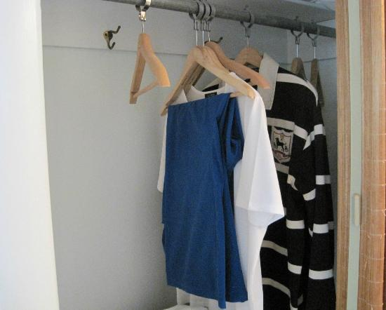 Chatham Highlander: Closet