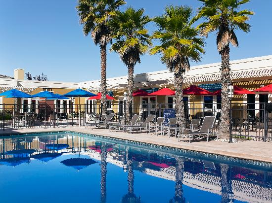 Four Points by Sheraton San Rafael: Outdoor Heated pool and Patio