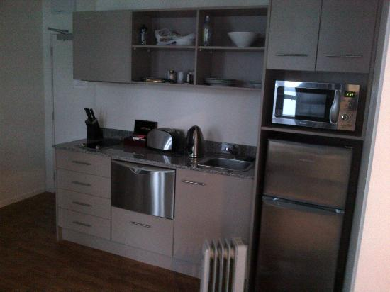 Quest on Lambton Serviced Apartments: Kitchen
