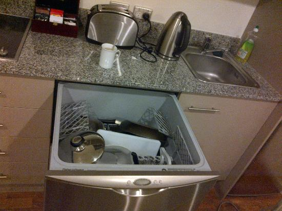 Quest on Lambton Serviced Apartments: Dishwasher