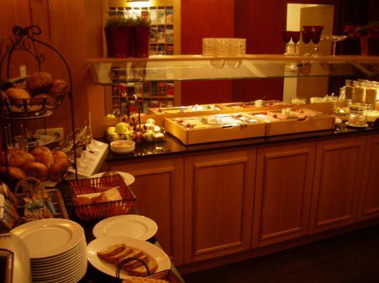 Townhouse Hotel: Breakfast
