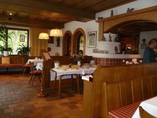 Pension Krinserhof: Breakfast set up