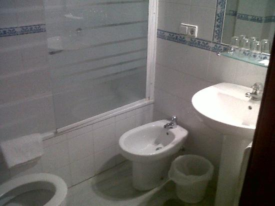 Hotel Dona Blanca: Bathroom