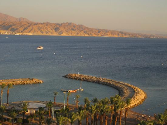 Herods Vitalis Spa Hotel Eilat : The beautiful view from our room - The Gulf of Eilat