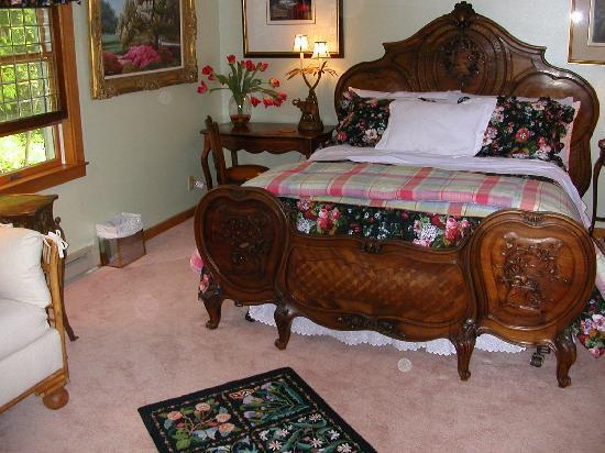 A Mountain View Retreat: Green Room