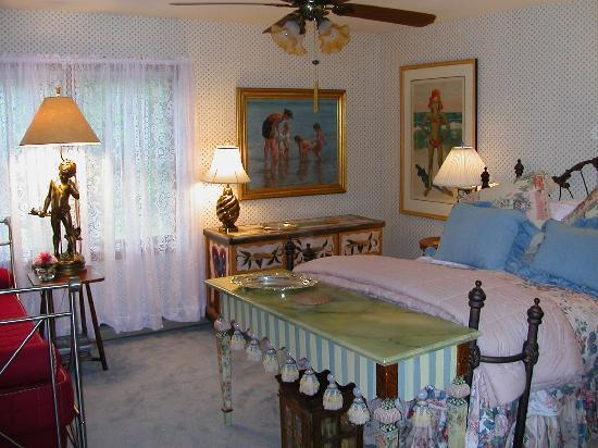 A Mountain View Retreat: Floral Room