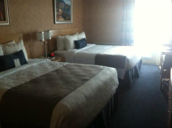 BEST WESTERN Hotel Brossard: our room