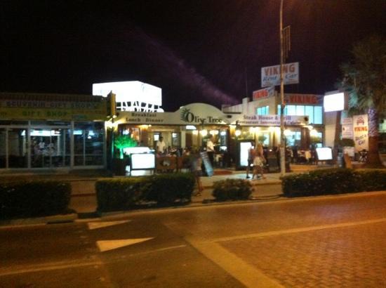 Olive Tree Restaurant: Outside