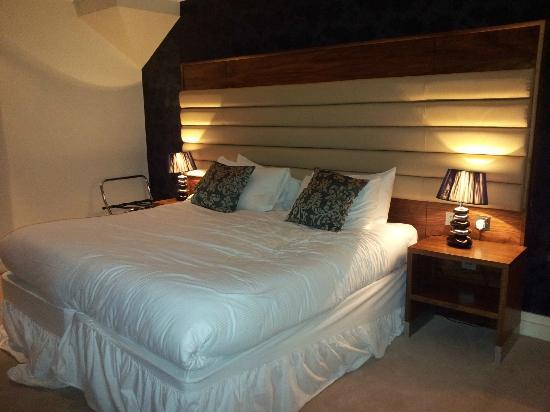 Westport Country Lodge Hotel: Extra large comfortable bed