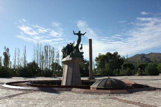 ‪Pueblo Puntano Monument of Independence‬