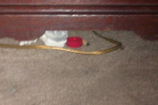 MacArthur Inn: trash under the dresser