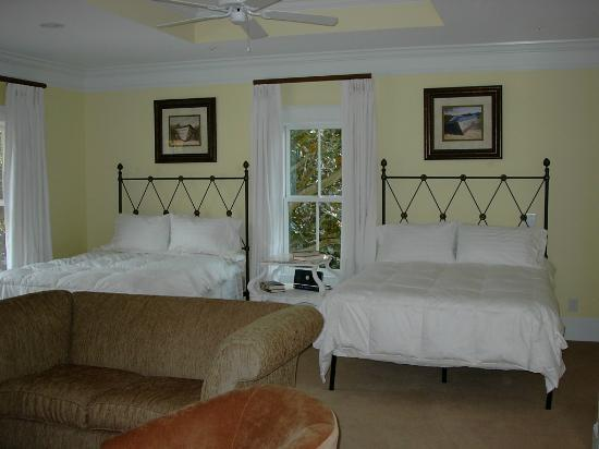 Emma's Bay House: 2 Bedroom Suite with Bath