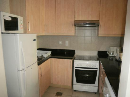 Grand Midwest Express Hotel Apartments: cocina