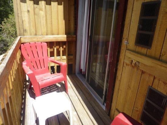 Idyllwild Bunkhouse: Back balcony