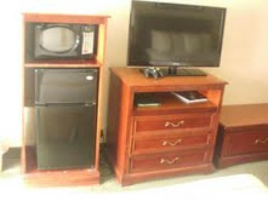 Holiday Inn Charlottesville - University Area: Flat screen tv, microwave, refridgerator
