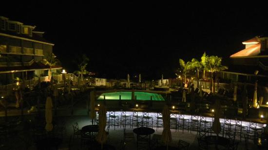 Laguna Cliffs Marriott Resort & Spa: One of the pools at night