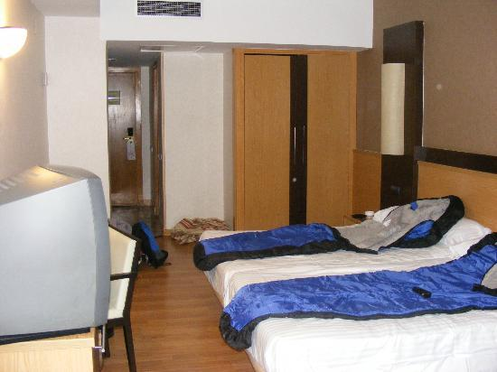 Catalonia Atenas Hotel: Sleeping bags to avoid the dirty sheets