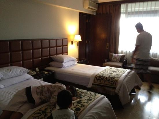 Mitra Hotel Bandung: twin deluxe (connecting room)