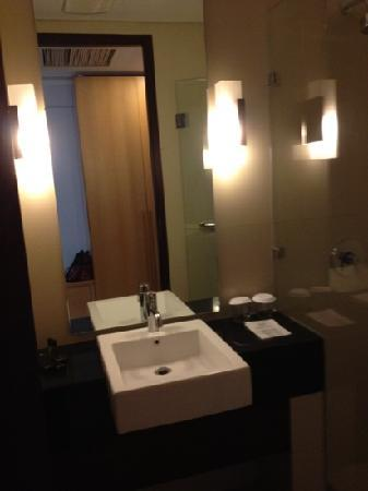 Mitra Hotel Bandung: newly renovated toilet only in superior room