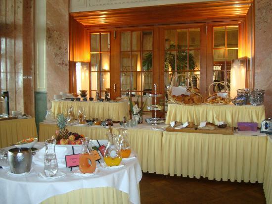 Art Deco Hotel Montana Luzern: Breakfast buffet