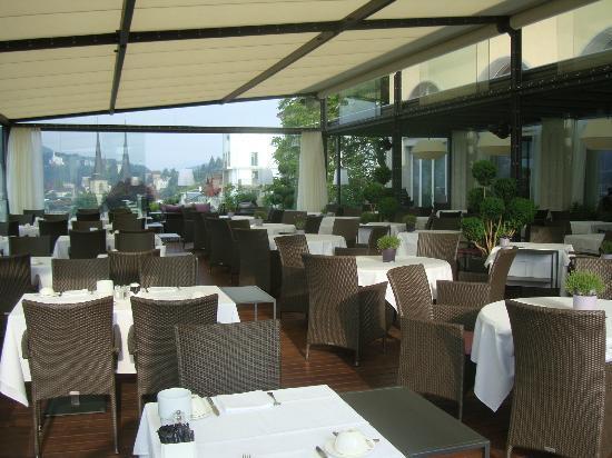 Art Deco Hotel Montana Luzern: Outdoor dining area