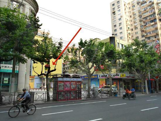 Home Inn (Shanghai Xu Jia Hui): Do you think you would EVER find this on your own? Take a taxi for sure. Red arrow points to hot