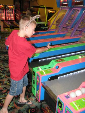 Great Wolf Lodge Kansas City: Arcade
