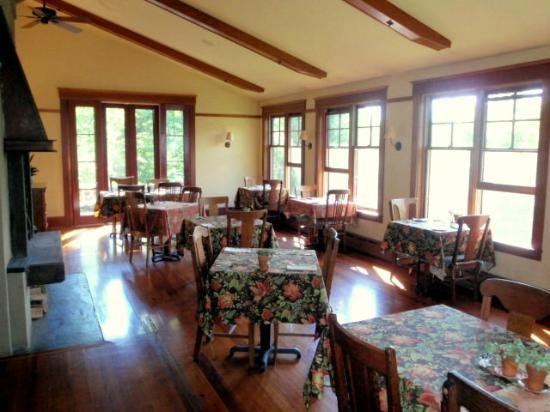 Sourwood Inn: Dining room