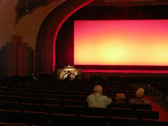 Avalon Theater : organist playing