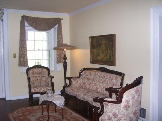Ormond Plantation Manor House: Sitting area in the entry hall