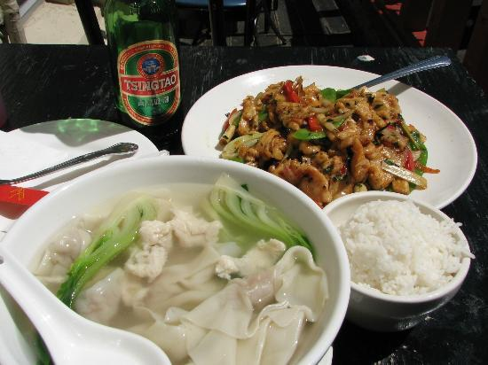 Chinatown Restaurant: Wonton soup & Lemongrass chili chicken