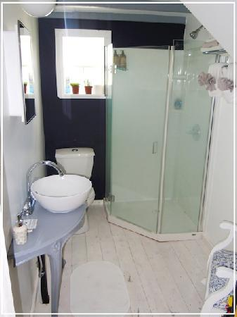 West Berlin, Canada: Bathroom Sea Breeze Room