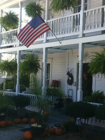 Mount Victoria Bed & Breakfast Inn: Front Door 