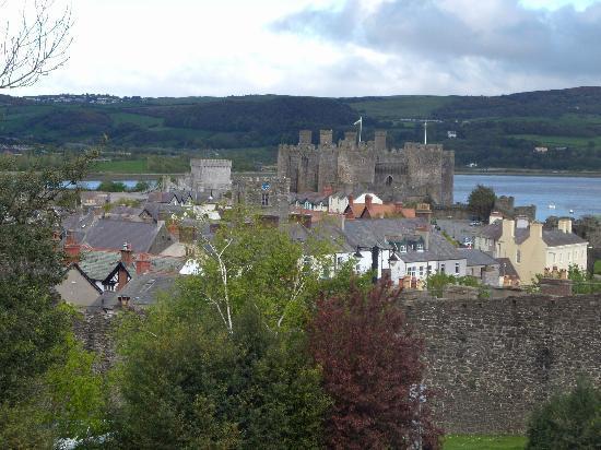 Castlebank Hotel: View of Conwy town & castle fm Castlebank