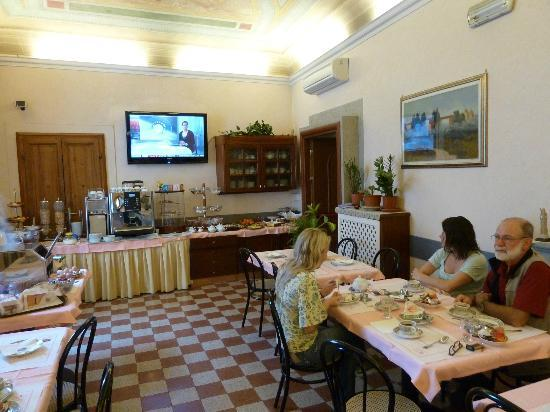 Hotel Casci: breakfast room with large selection