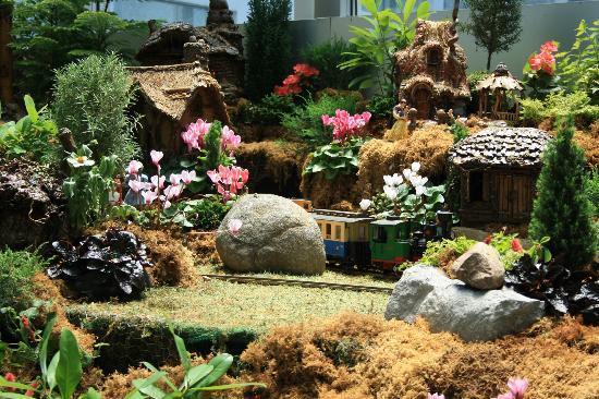 Franklin Park Conservatory And Botanical Gardens: Fairytale Model Railroad