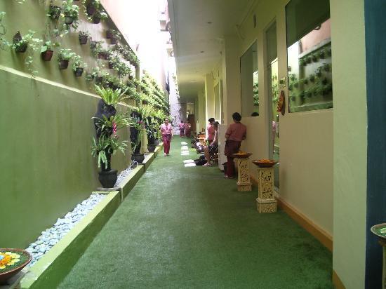 Febri's Hotel & Spa: Lots of concrete.