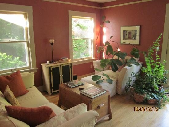 Seven Oaks Bed and Breakfast: Sitting room