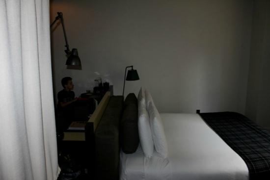 Ace Hotel New York: King Bed/desk