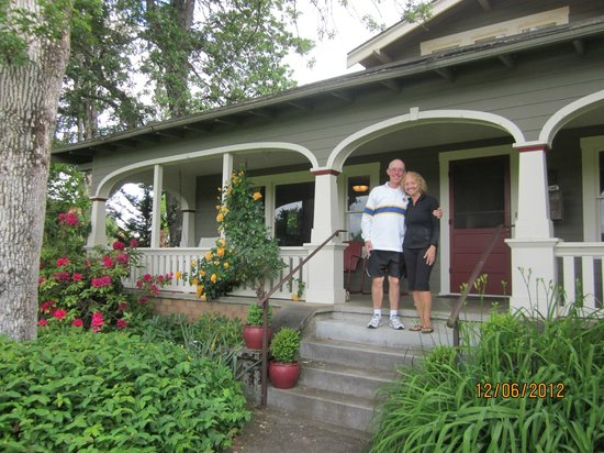 Seven Oaks Bed and Breakfast: Porch