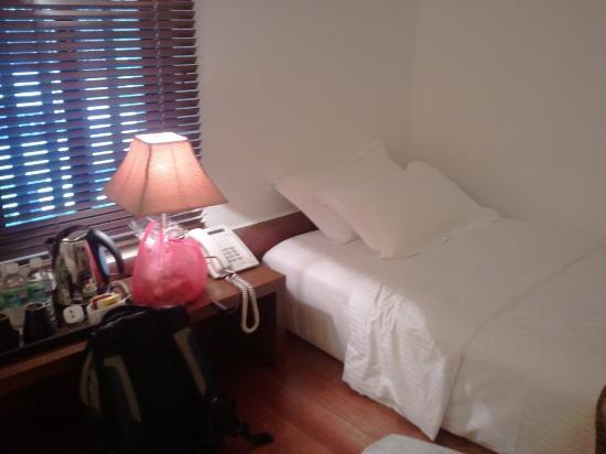 Courtyard @ Heeren Boutique Hotel: Single Bed