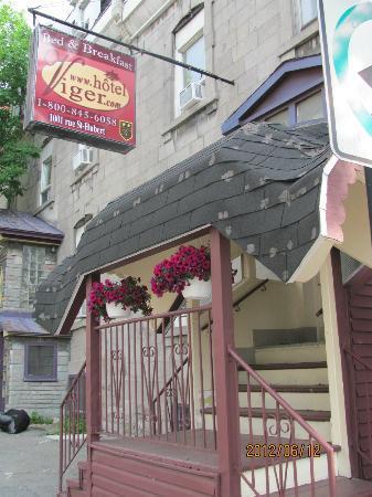 Hotel Viger: Front Door 