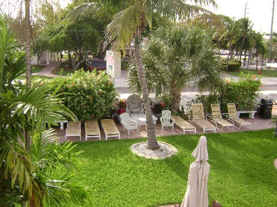 Breakaway Inn: Beautiful Tropical grounds